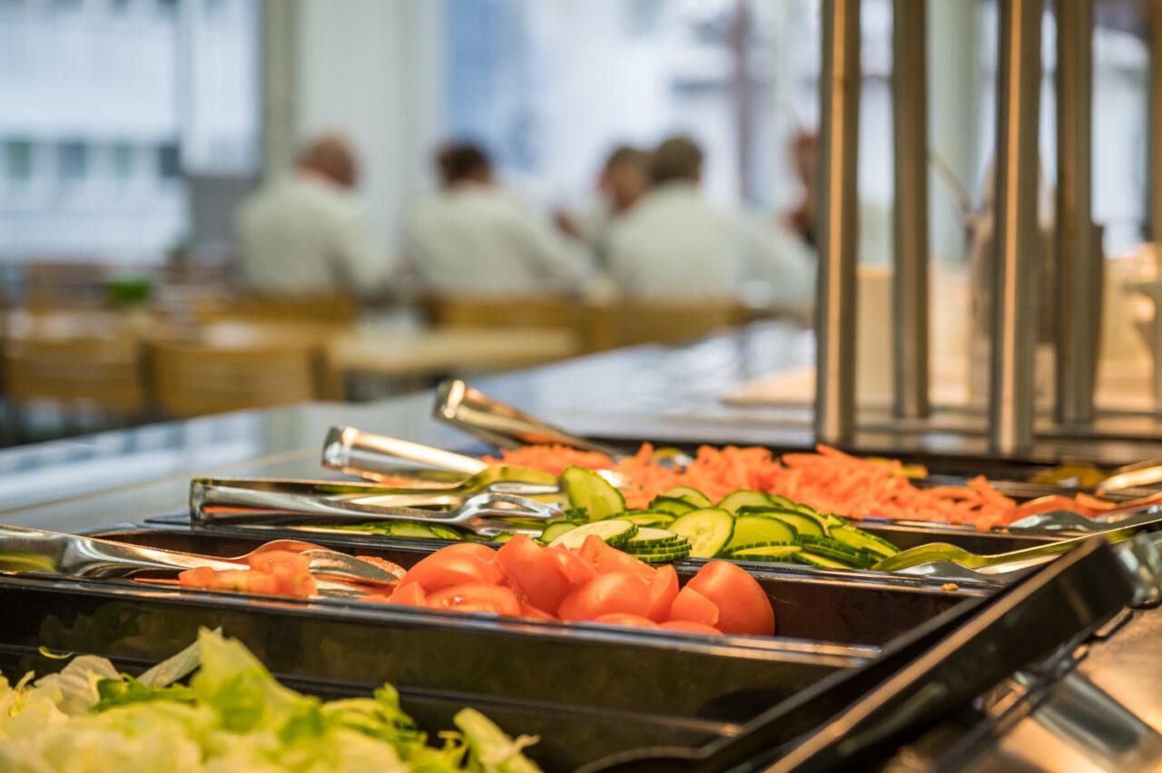Henkilöstöravintola tarjoaa monipuolisen lounaan